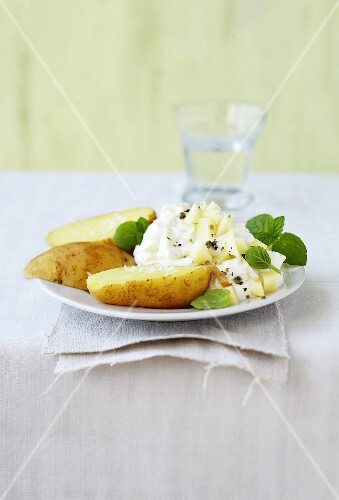 New potatoes and quark with lime and mint