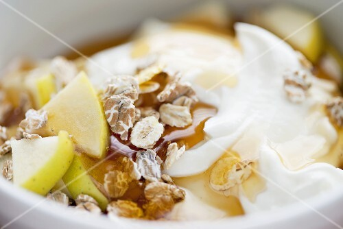 Yoghurt with muesli, honey and apple