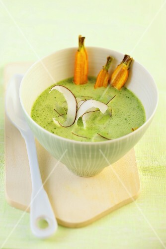 Spinach soup with grated coconut and carrots