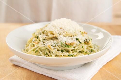 Pasta aglio e olio (Nudeln mit Knoblauch & Olivenöl)