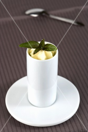 Espuma (vanilla foam) with mint