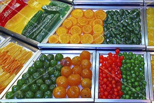 Candied fruit on a market stall (Mercat de St. Josep (Boqueria), Las Ramblas, Barcelona, Spain)