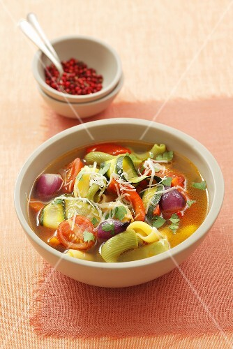 Minestrone al formaggio (vegetable soup with pasta and Parmesan)