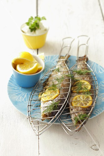 Barbecued trout with lemon slices