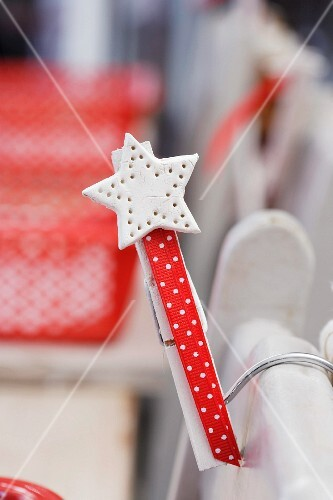 Weihnachtsdeko Stuhl.Weihnachtsdeko Am Stuhl Befestigt Bilder Kaufen 298317 Stockfood