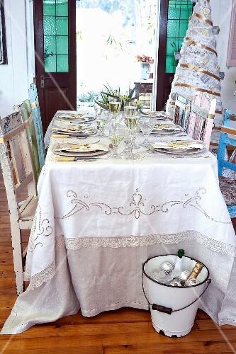 festlich gedeckter tisch zu weihnachten bild kaufen 298359 stockfood. Black Bedroom Furniture Sets. Home Design Ideas