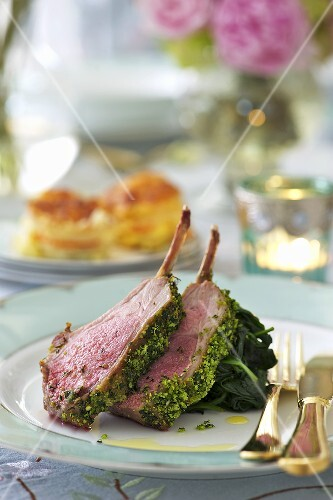 Lamb chops with herbs and spinach for Easter