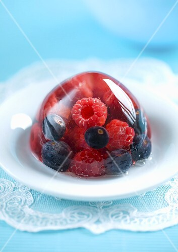 Jelly with raspberries and blueberries