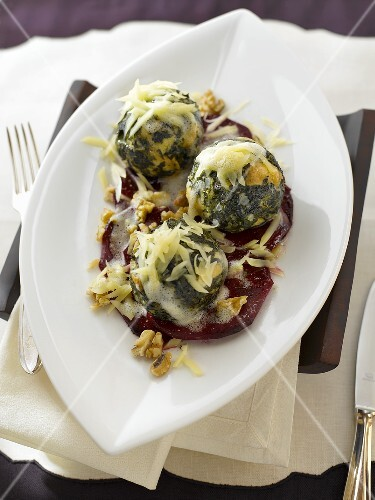 Spinach dumplings with cheese and walnuts