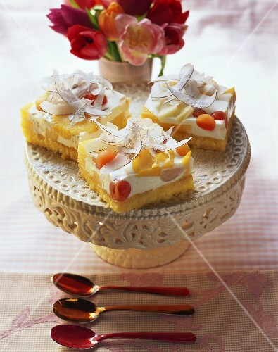Coconut cheesecake with exotic fruit