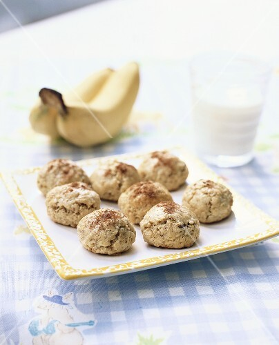 Oat biscuits with bananas
