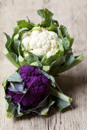 A cauliflower and a purple cauliflower