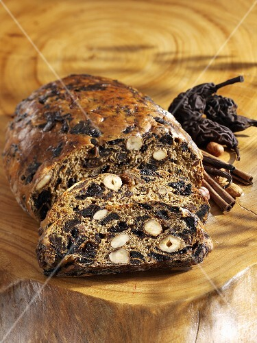 Kletzenbrot (fruit bread with dried pears), partly sliced