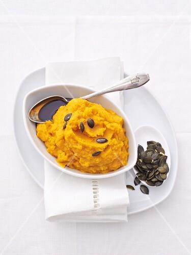 Mashed potato and pumpkin with pumpkin seeds