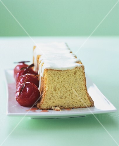 Angel food cake with spiced plums