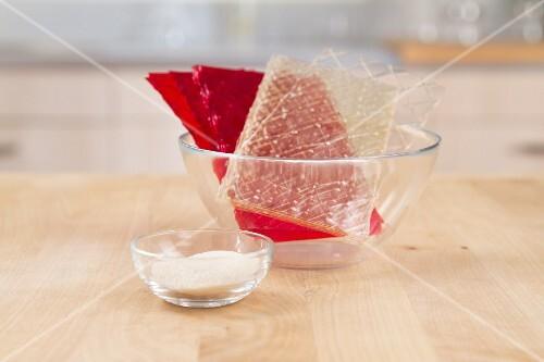 Gelatinepulver, rote und weisse Blattgelatine