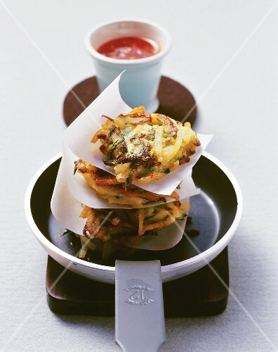 Rice noodle and courgette rösti with chilli sauce