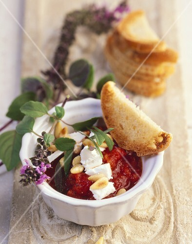 Tomato sugo with basil, pine nuts and goat's cheese
