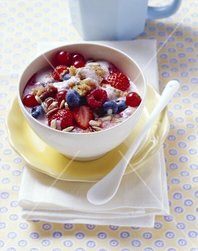 Berry muesli with amaranth and sunflower seeds