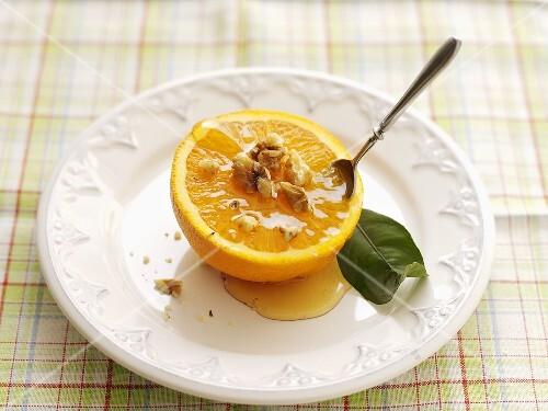 Orange with honey and nut sauce