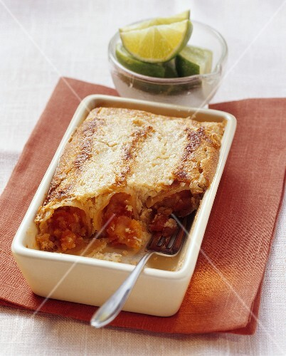 Sweet papaya-filled cannelloni with coconut flakes