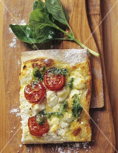 Tarte flambée with fresh goat's cheese, tomatoes and basil