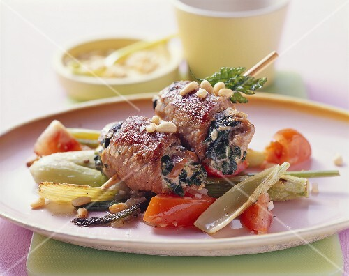 Skewered involtini on fennel and tomatoes