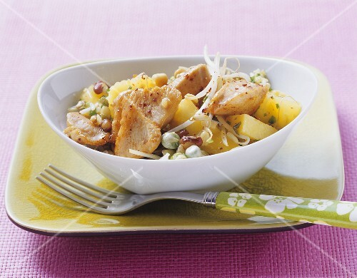 Turkey with pineapple and fresh bean sprouts