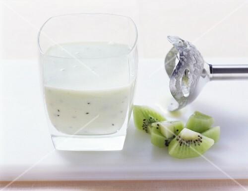 Kiwi fruit and banana smoothie