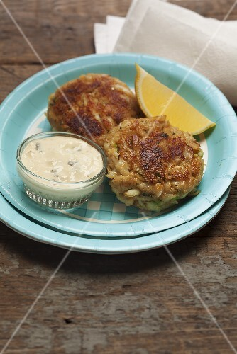 Crab cakes with a dip