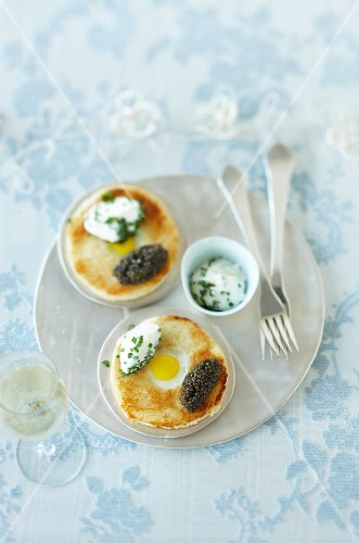 Quail's egg brioche with caviar and sour cream