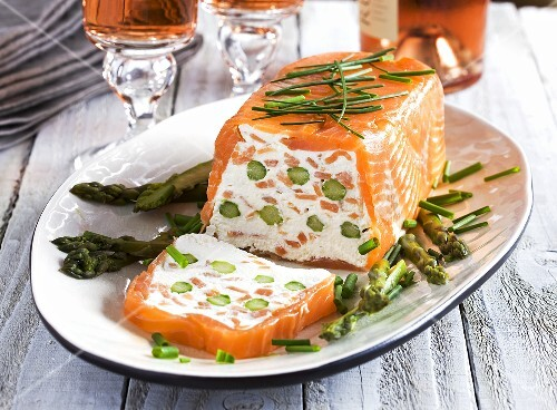 Smoked salmon terrine with green asparagus