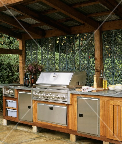 outdoor k che mit berdachung bild kaufen 355189 stockfood. Black Bedroom Furniture Sets. Home Design Ideas