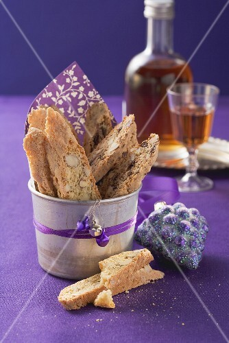 Cantuccini natalizi (Italian Christmas almond biscuits)