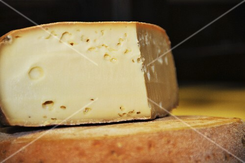 Tomme de Gavot (hard cheese from France)