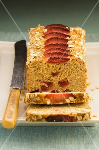 Plum cake with oats