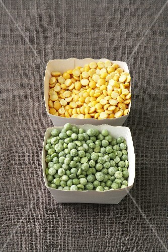 Green and yellow split peas in cardboard punnets