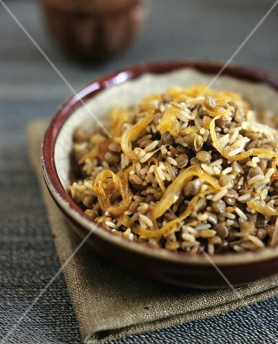 Rice with lentils and caramelised onions