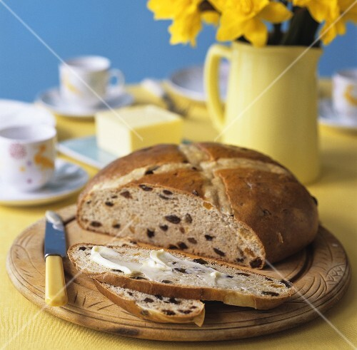 Raisin bread (UK)
