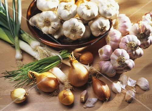 Still life with onion family vegetables (garlic, onions etc.)