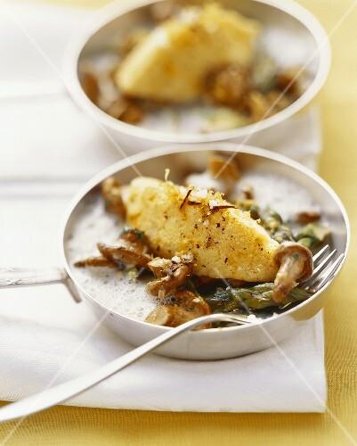 Saffron semolina dumpling on chanterelles and asparagus