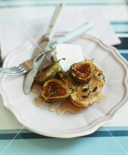 Olive bread with carmelized figs and cream cheese
