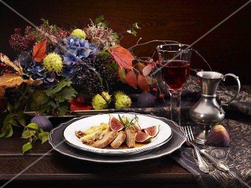 Pheasant breast with mashed potatoes, figs and walnuts