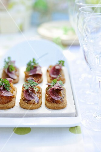 Spekulatius (German Christmas shortcrust biscuits) topped with duck breast and mango chutney