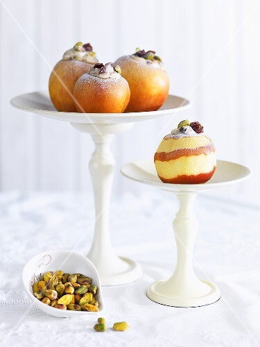 Baked apples filled with ricotta