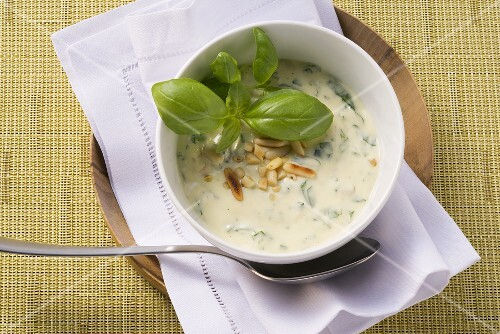 Mayonnaise with basil and pine nuts
