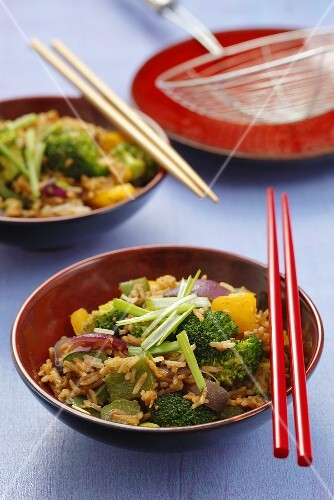 Fried rice with broccoli and pepper (China)