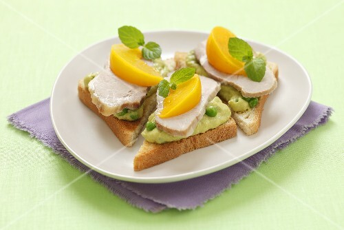 Toast triangles with pea mousse, cold meat and peaches