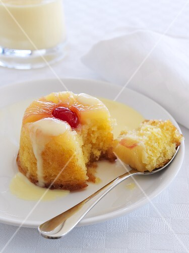 Pineapple upside-down pudding (UK)