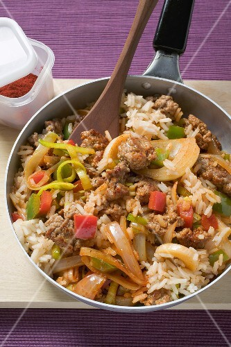 Pan-cooked rice, peppers and pork
